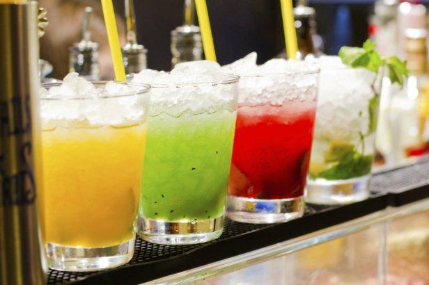 Peligros-de-combinar-bebidas-light-con-alcohol-1